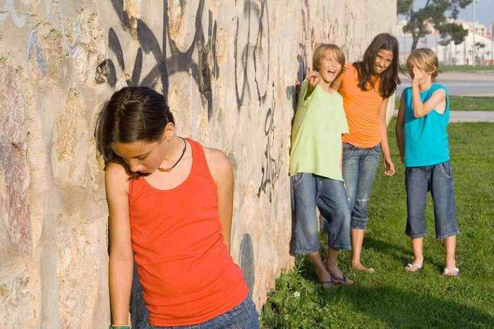 copil-izolat-grup