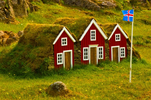 hobbit-house-icelandic-flag