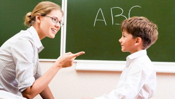 teacher-explaining-grammar-to-student