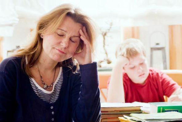 stressed-mum-and-homework