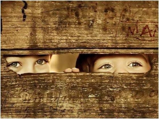 kids-peeking-through-fence