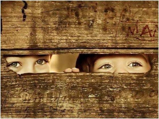 kids-peeking-through-fence