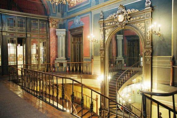 palatul-sutu-scara-interioara