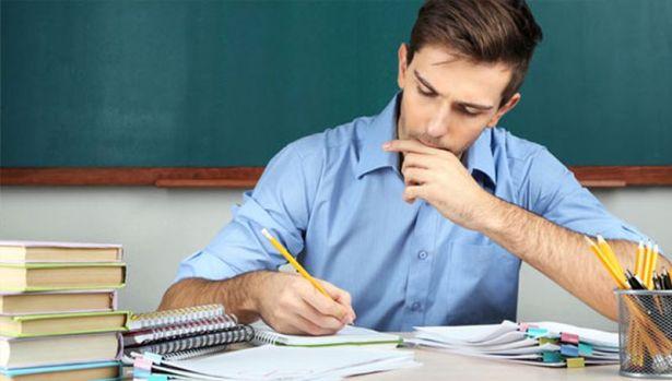 1-teacher-at-desk-565
